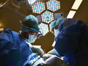 Krajské nemocnice začaly provádět plánované operace, pacienti by je neměli odkládat