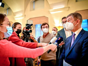 Epidemie nebrzdí tak rychle, vláda v neděli rozhodne, zda se bude dál rozvolňovat