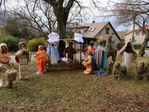 Unikátní betlém s postavami ze sena vyrobili i letos obyvatelé Číčova na Plzeňsku