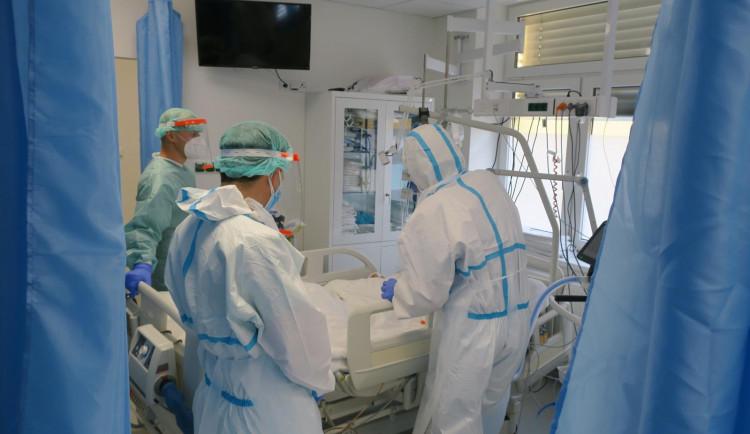 O víkendu přibylo v Plzeňském kraji 146 případů koronaviru, nejméně za dva měsíce