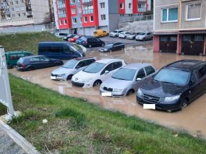 Velká košutecká potopa, voda uvěznila dvě desítky vozů
