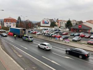 Černý pátek pokračuje, chodkyně zemřela u přechodu pod koly kamionu