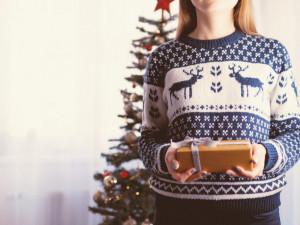 Vědci lidem doporučují, aby o Vánocích odložili rodinná setkání