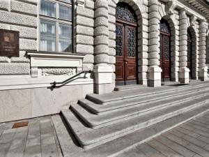 Ústavní soud odmítl návrhy z Plzně, přiblížit registrované partnerství na úroveň manželství