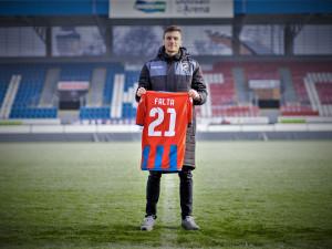Viktoriáni mají novou posilu, do klubu přišel z Olomouce záložník Šimon Falta