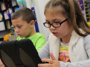 Distanční výuka povede k rozvoji krátkozrakosti u dětí, varují odborníci