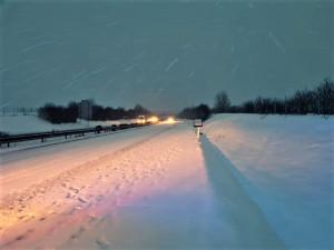 Sobota opět přinese zimu, dopravu v Plzeňském kraji zkomplikuje sněžní i namrzlé silnice