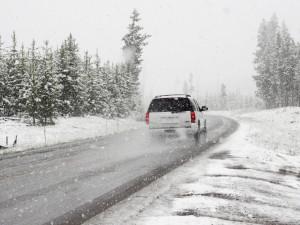 Řidiči, pozor na ledovku! Potrápit má celou republiku