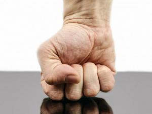 Nevyjadřovat vztek je rozhodně nezdravé, říká psychoterapeut Evžen Nový