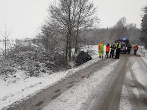 Zasněžené a namrzlé silnice značně komplikují dopravu v Plzeňském kraji
