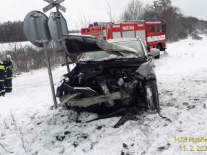 Řidička (54) vjela s osobákem na nechráněném přejezdu přímo před vlak