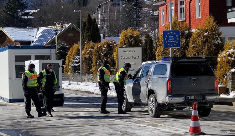Německá policie přísně střeží hraniční přechody s Českem, k nám nepustí téměř nikoho