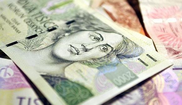 Podvodník okradl ženu o 115 tisíc korun, před domem skoro polovinu peněz ztratil
