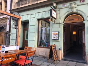 Historicky první koktejlový bar v Plzni je na prodej. Už to dál nejde, říká majitel