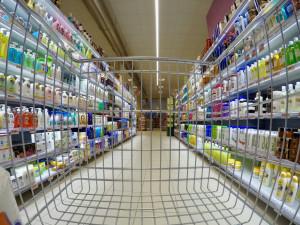 Absurdní opatření v praxi, krizový štáb řeší možnosti nákupů za hranicemi Plzně