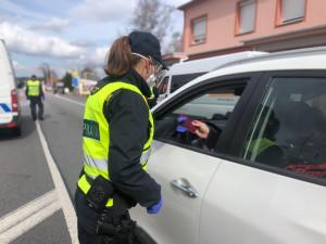 Policie i armáda obsadí příjezdové cesty do Plzně, bez formuláře neprojedete
