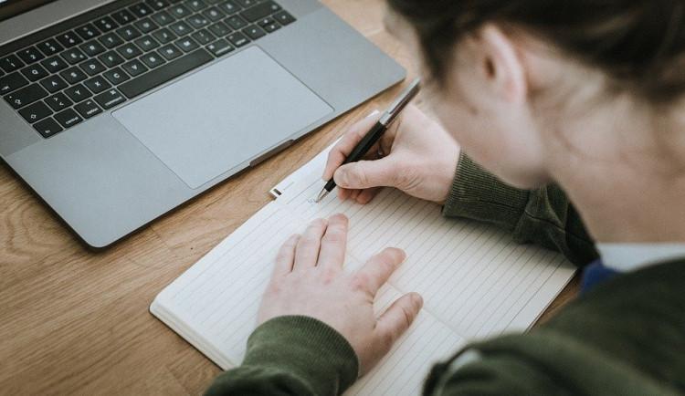 Zájemci o maturitní studium se mohou dnes nejpozději hlásit na střední školy