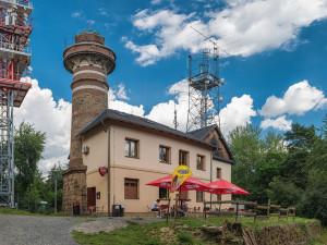 Hamáček nahrál výjimkou s hypermarketem na okraji Plzně i provozovateli rozhledny na Krkavci