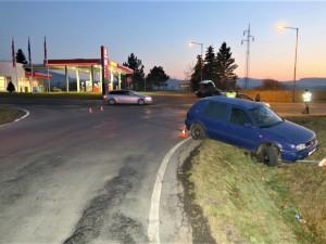 Motorista nezvládl výjezd od čerpací stanice, podstatnou roli sehrála v nehodě marihuana