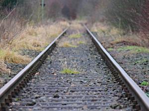 Projekt cyklostezky a turistické drezíny na bývalé železnici mezi Plzní a Chrástem chtějí vzkřísit Piráti