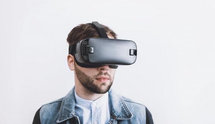 Distanční výuku oživuje virtuální realita, studenti díky ní lépe pochopí probíranou látku