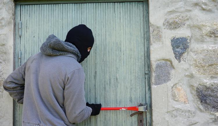 Osiřelé chalupy jsou terčem zlodějů, často si odnáší nářadí i drobnosti