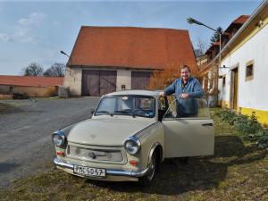 Ke každému autu se pojí mnoho zážitků a příběhů, říká sběratel aut z bývalé NDR