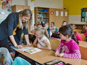 Stále více mladých učitelů nastupuje do škol hned po dokončení pedagogické fakulty
