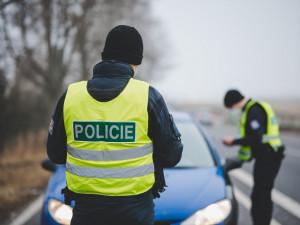 Mladý pár nařkl kontrolující policisty, že jsou zdrogovaní! Prověřit to jel v noci na místo i policejní ředitel