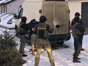 Policisté z TOXI týmu odhalili pěstírnu konopí a zatkli jejího majitele