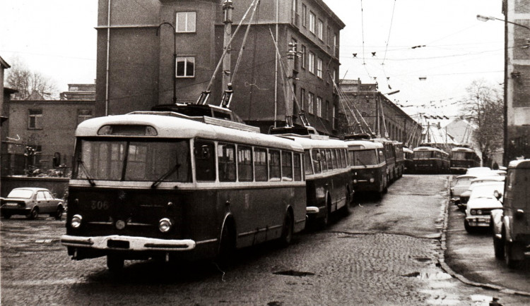 Před 80 lety vyjely do ulic Plzně první trolejbusy, ročně přepraví miliony cestujících