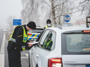 Setkávání maximálně dvou lidí? Policie nebude dodržování vládního nařízení kontrolovat