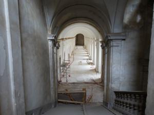 Mnichy v kladrubském klášteře už dávno nepotkáte, vystřídali je dělníci a restaurátoři