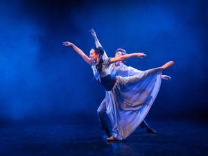 Balet Sněhurka přitančí z jeviště Divadla J. K. Tyla až k divákům domů