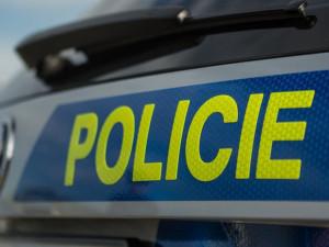 Opilý muž si v autě vezl dvě zbraně, zbrojní průkaz však nemá a čeká ho soud