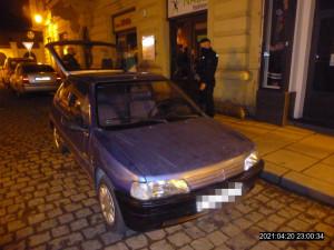 Opilý mladík se projížděl ulicemi města, autoškolu si teprve dodělával