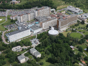 FN Plzeň se postupně vrací do běžného provozu, nyní zde pečují o 46 covidových pacientů