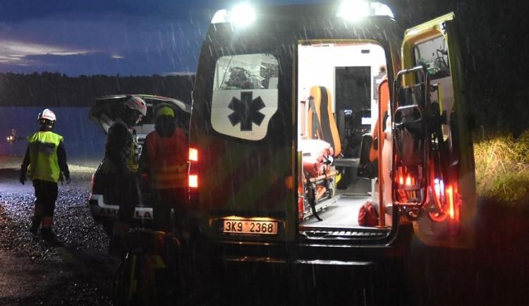 Dramatická záchranná akce, policisté pátrali po kolabující ženě i s pomocí vrtulníku