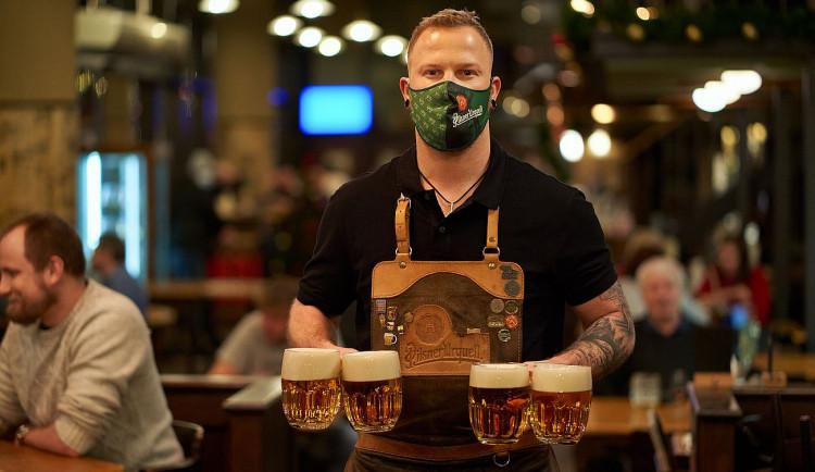 Lidé v Česku chodí do hospod nejen na pivo, ale i za zručným výčepním, ukázal průzkum