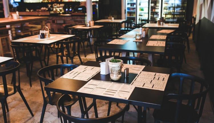 Na zahrádku restaurace bez testu? Obsluha vás nevyhodí, ale neobslouží, tvrdí ministr