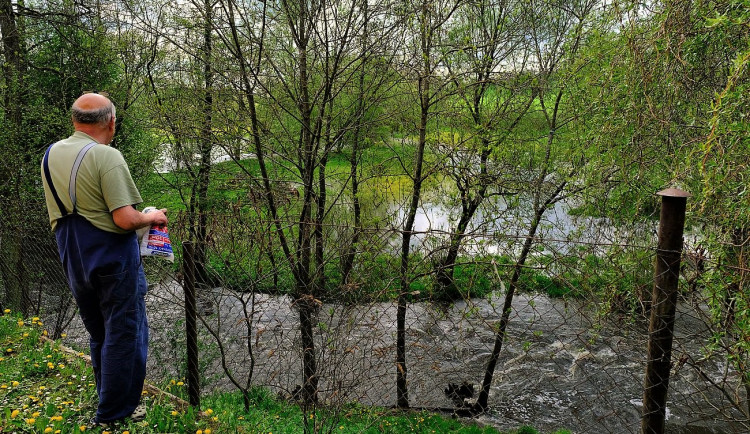 Nejvíce se vylila z břehů Úslava v obci Prádlo, na jediném místě v Česku tam platí 3. stupeň povodňové aktivity