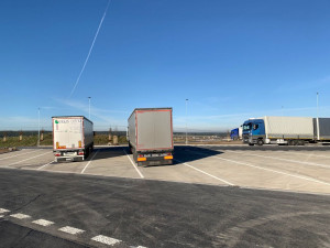 Zastaralou odpočívku u Svojkovic na dálnici D5 čeká rekonstrukce, změní se rozložení parkovacích míst