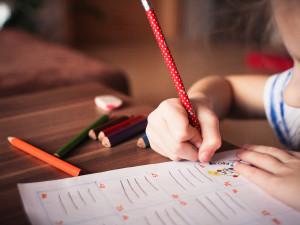 Nové školní pomůcky nejsou levná záležitost, sociálně slabším rodinám pomůže sbírka