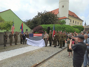 Domažlice mají nový památník osvobození, o jeho vznik usilovaly rodiny veteránů z USA