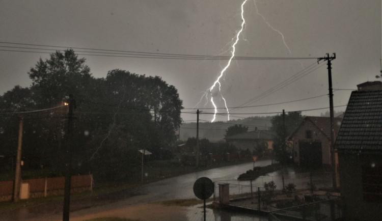 Meteorologové pod palbou kritiky, lidé slibované bouřky vyhlíželi marně