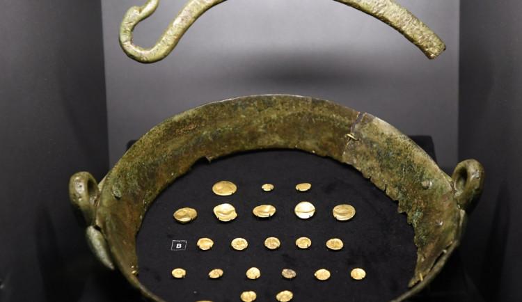 Největší zlatý poklad nalezl před 250 lety nádeník při sekání trávy