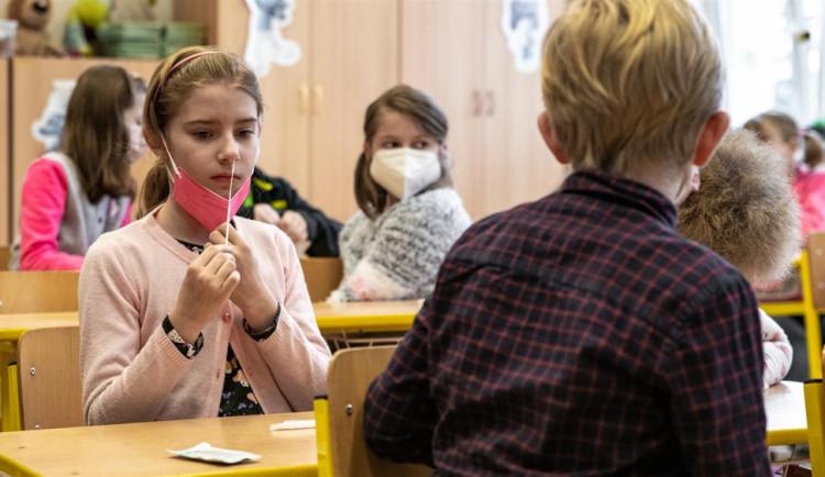 Kvůli koronaviru omezily dvě základní školy v Sušici výuku a vrací do on-line režimu