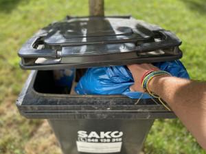 Pytle s QR kódy, kampaně, slevy. Města se snaží motivovat lidi ke třídění, cena za ukládání odpadu na skládky totiž dramaticky stoupne