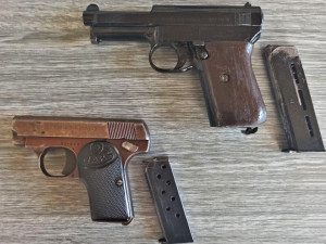 V důmyslném úkrytu na své chatě objevil její majitel dvě staré zbraně