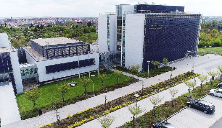 Lékařská fakulta v Plzni startuje přijímačky, kvůli covidu se zredukoval počet otázek na polovinu